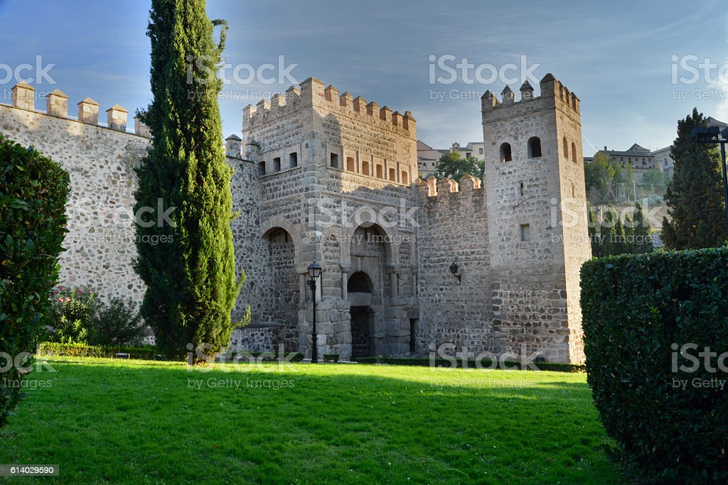 Wall of medieval town of Toledo and gate of Alfonso VI - foto de stock
