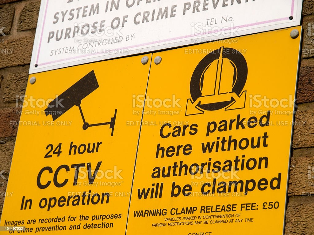 Warning notice about clamping release fee for unauthorised parki stock photo