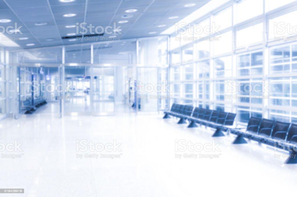 Wartezone in einem öffentlichen Gebäude, unscharf gestellt und überbelichtet stock photo