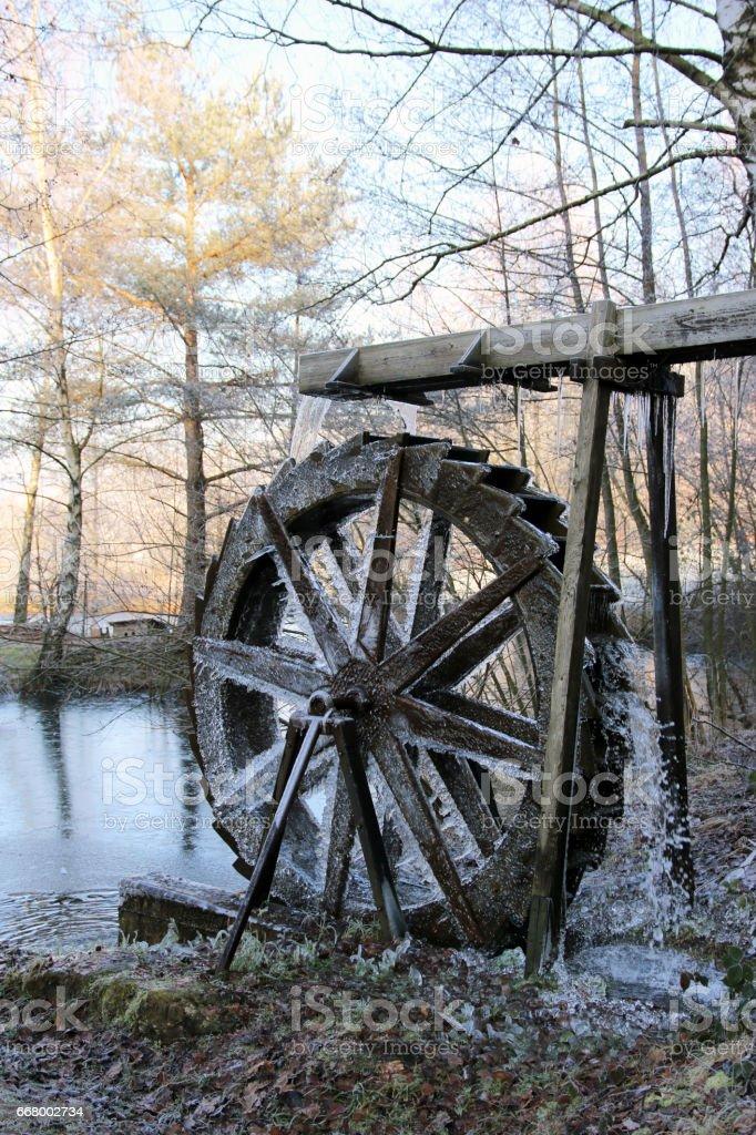 Wasserrad im Winter stock photo