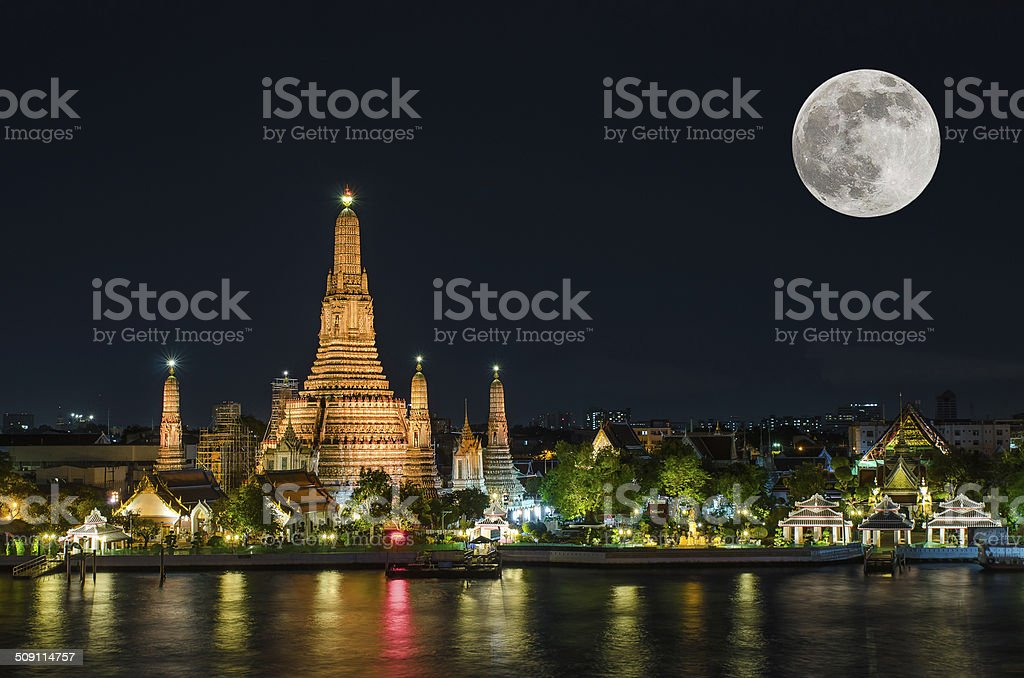 Wat arun in night with super full moon stock photo