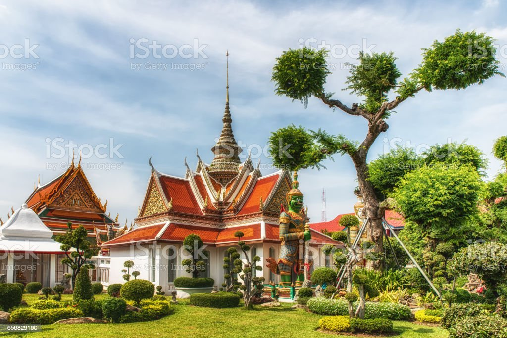 Wat Arun (Temple of Dawn) stock photo