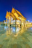 Wat Suthat Thepphawararam with blue sky