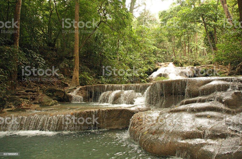 Queda de água na selva foto de stock royalty-free