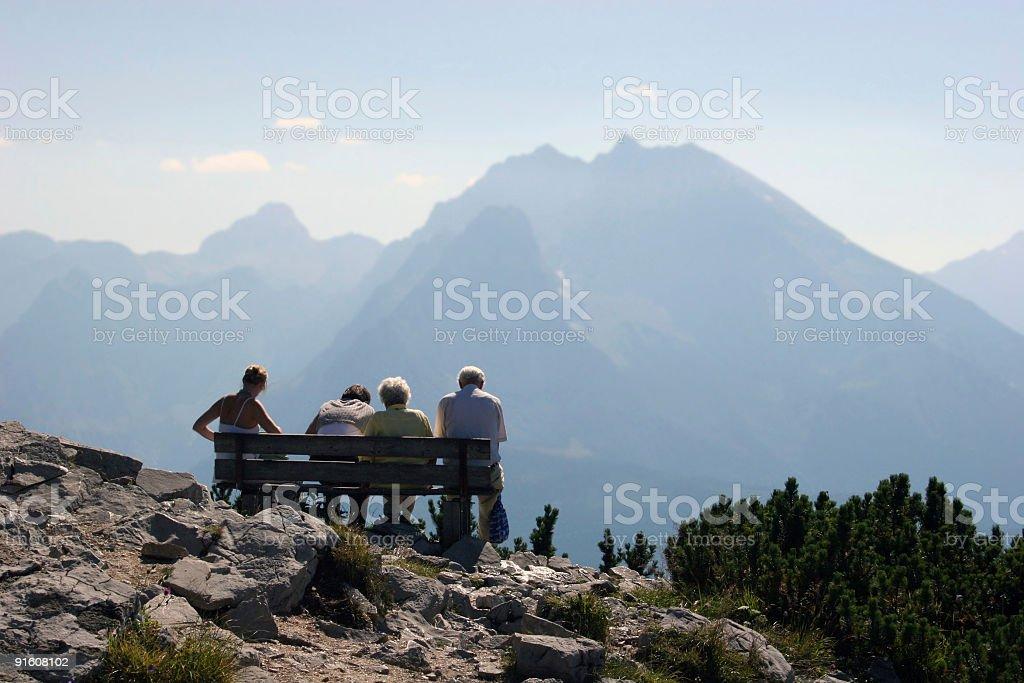 Watzmann & vier Menschen (Familie) auf Bank am Kehlstein (Bayern) stock photo