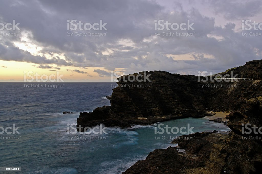 Waves crashing against the cliffs at Lanai Lookout stock photo