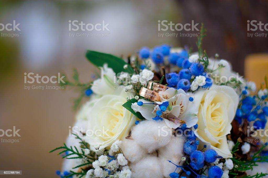 Anelli e bouquet da sposa  foto stock royalty-free
