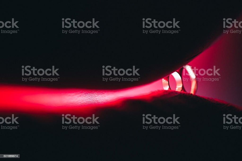 Anillos de boda en abstract posición de relieve Grifo de luz foto de stock libre de derechos