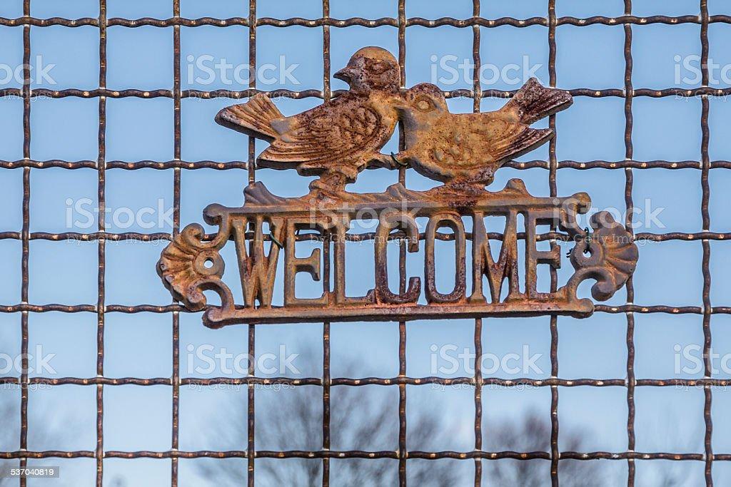 Welcome-Schild mit Vogel-Paar stock photo