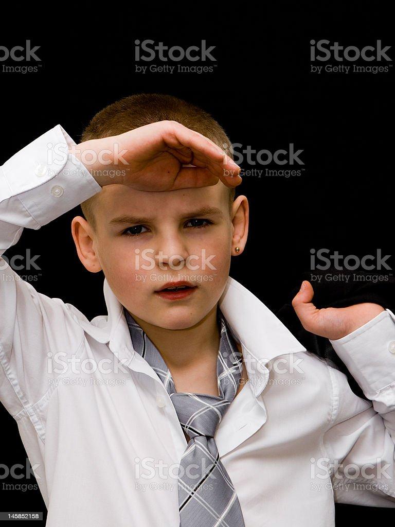 Garçon bien habillé se réjouit photo libre de droits