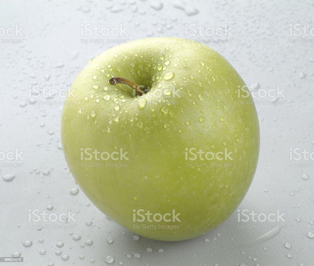 Мокрый зеленый яблоко Стоковые фото Стоковая фотография