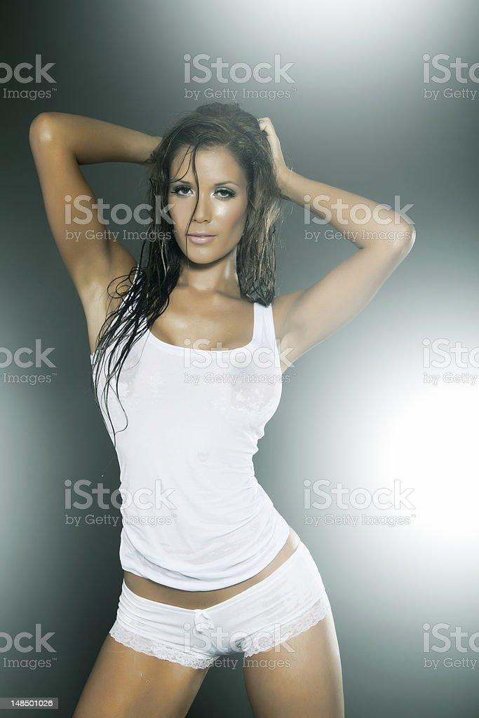 Девушка в прозрачной майке видео фото 744-922