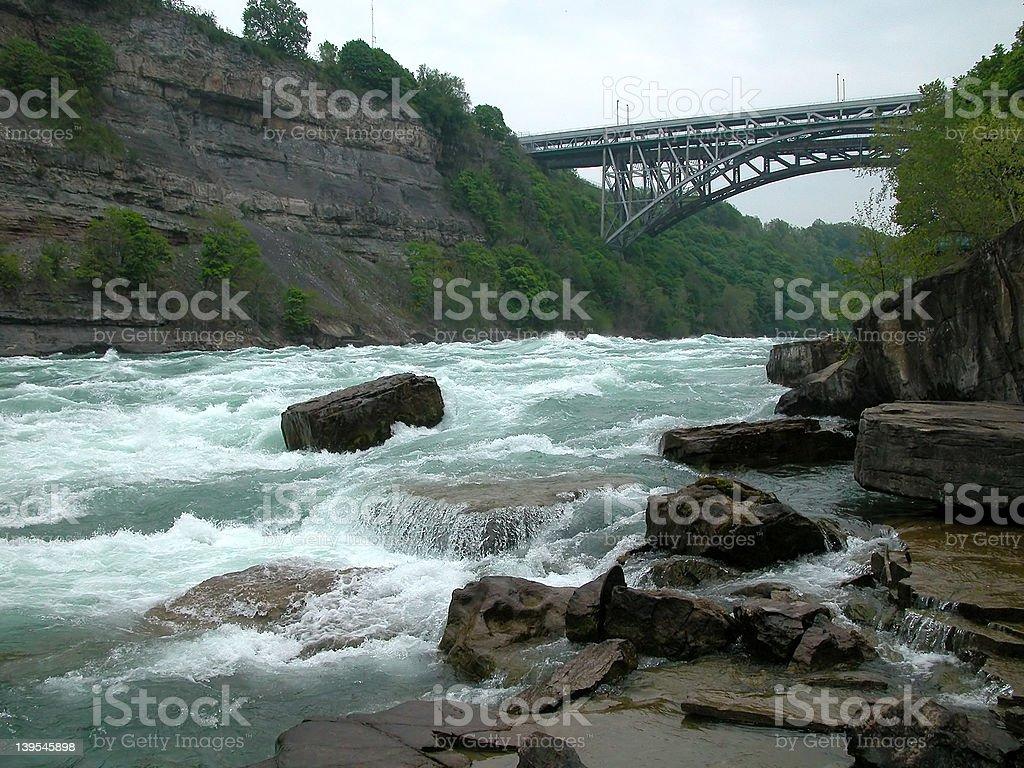 Pont bain à remous. photo libre de droits
