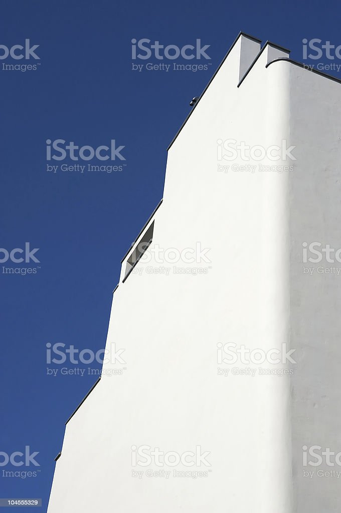 Edifício branco e azul céu foto royalty-free