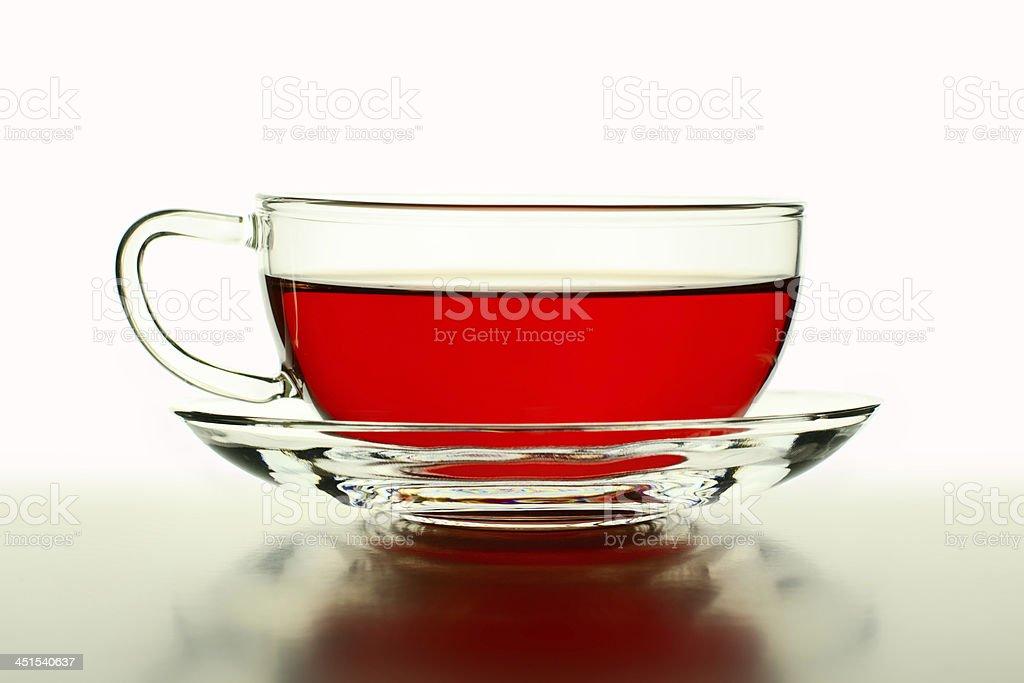 Wild rose thé dans la tasse en verre photo libre de droits