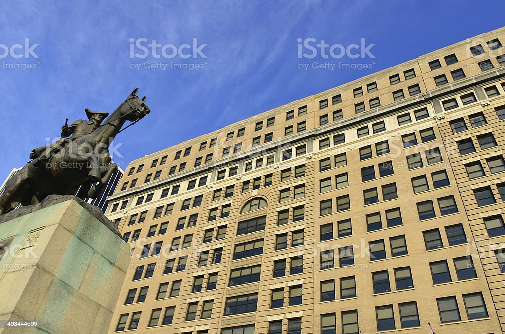 Wilmington, Delaware: DuPont building and statue of Caesar Rodney stock photo