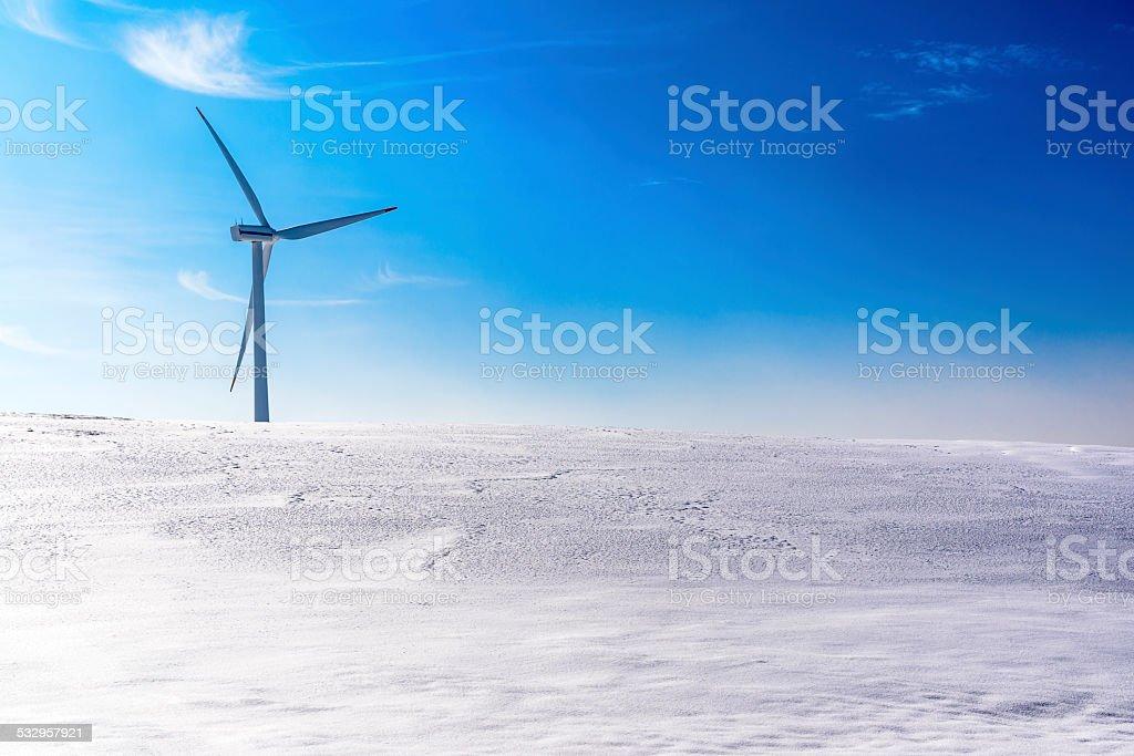 Turbina wiatrowa w zimie zbiór zdjęć royalty-free
