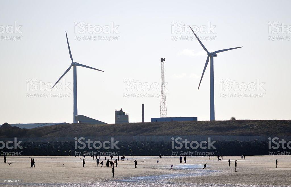 Éoliennes sur la plage photo libre de droits