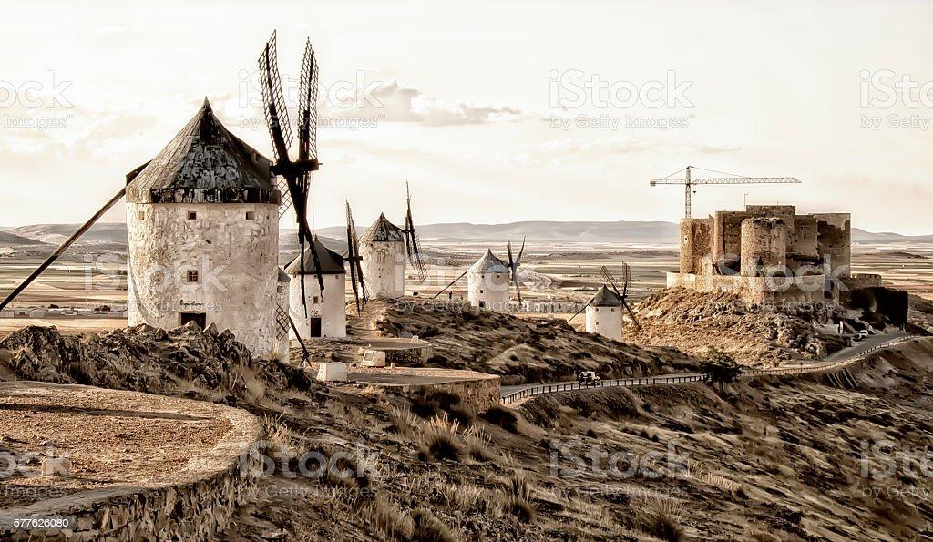 Molinos de viento en Consuegra, Toledo stock photo