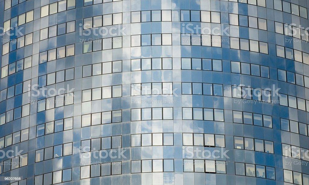 Janelas de um moderno Edifício de Escritórios foto de stock royalty-free