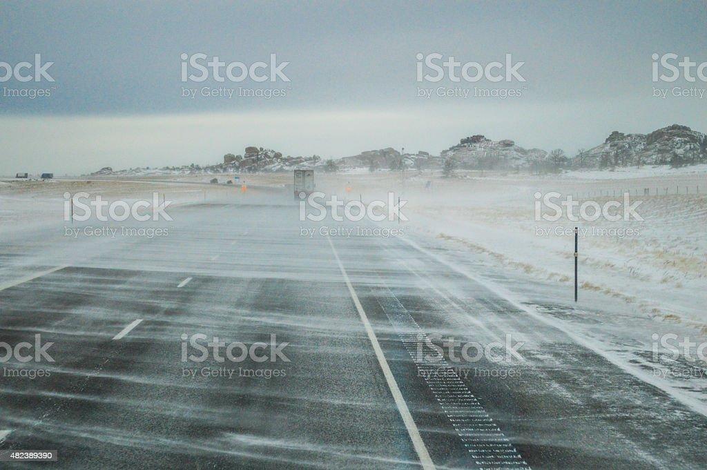 Neige battu par le vent photo libre de droits