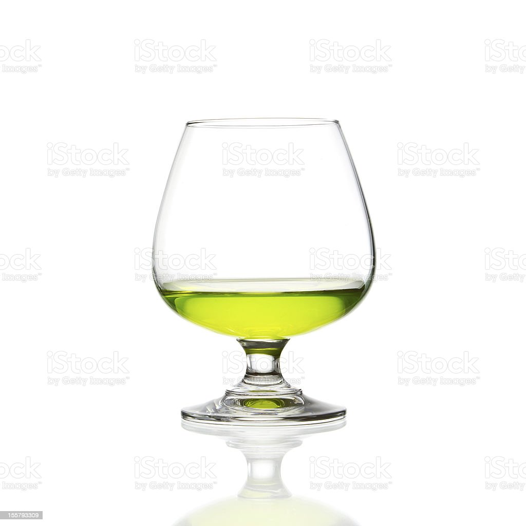Vino vetro e verde cocktail isolato foto stock royalty-free