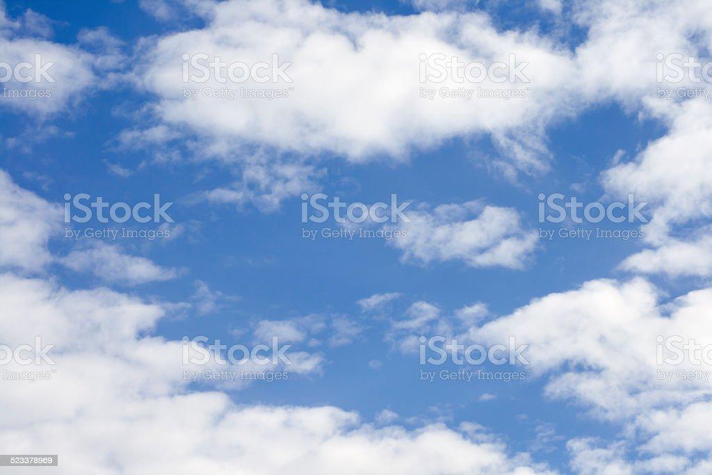 Wolken im blauen Himmel stock photo