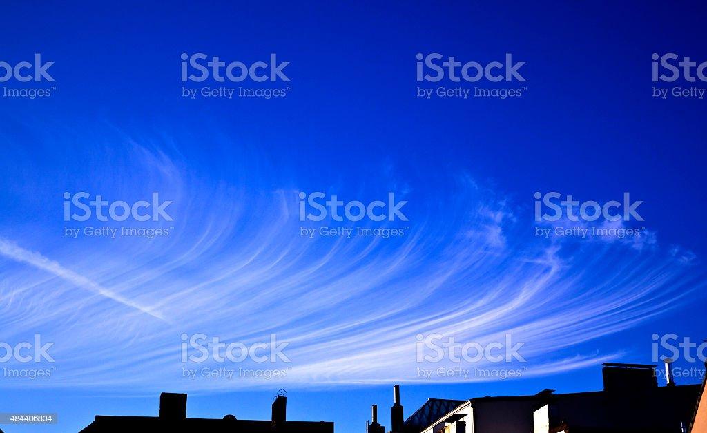 Wolkenformation mit Windeffekt stock photo