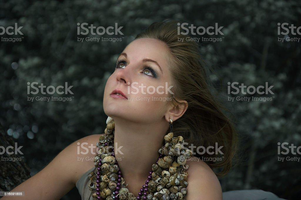 Mulher e tre foto de stock royalty-free