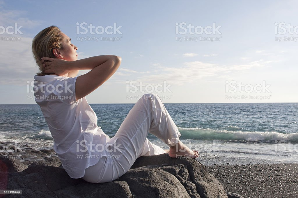 Mulher no Mar foto de stock royalty-free