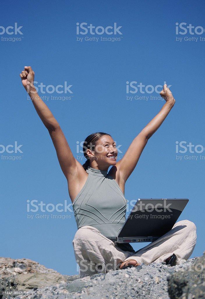 Femme célébrant photo libre de droits