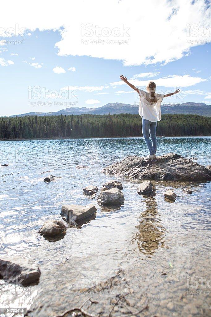 Frau genießen Freiheit in der Natur – Foto