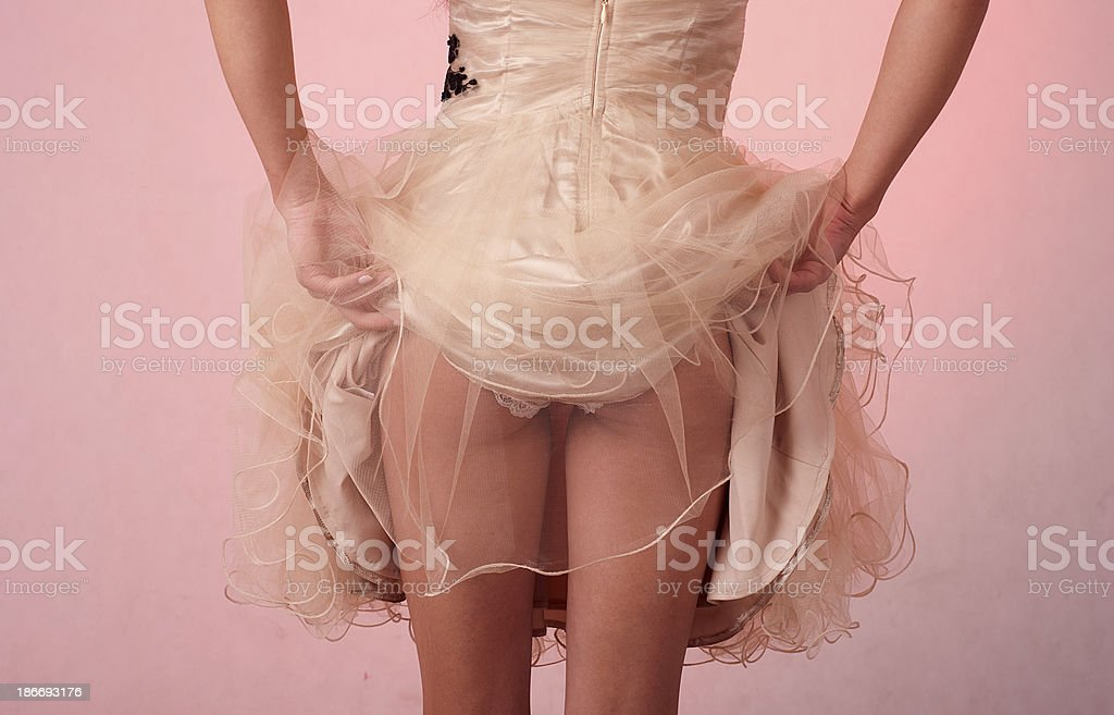 Mujer recoge de la ropa interior foto de stock libre de derechos