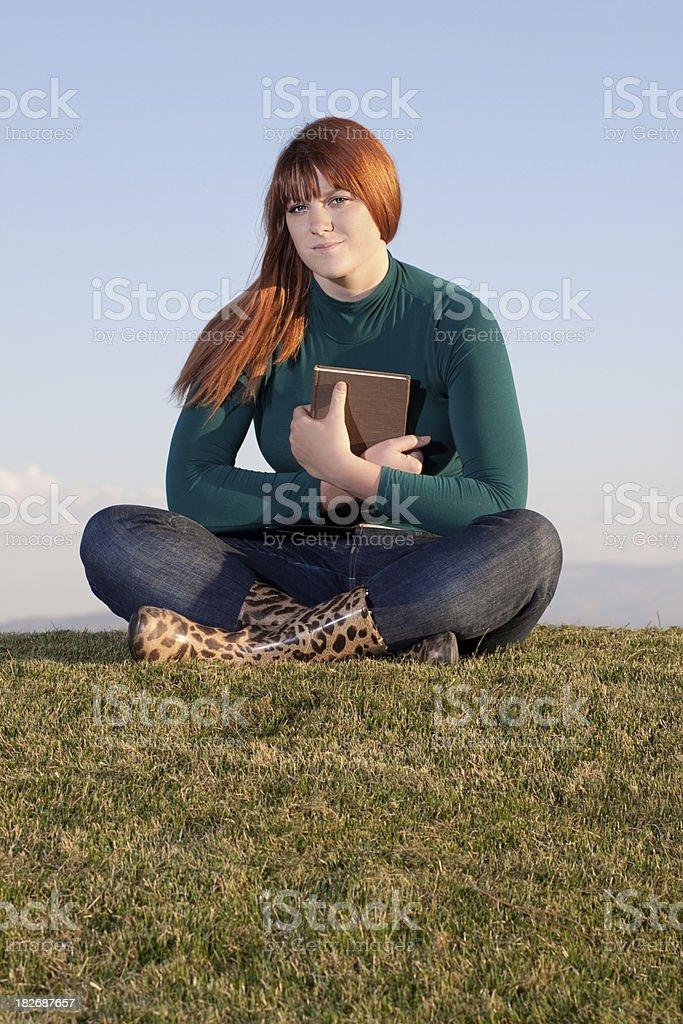Frau Holding Buch – Foto