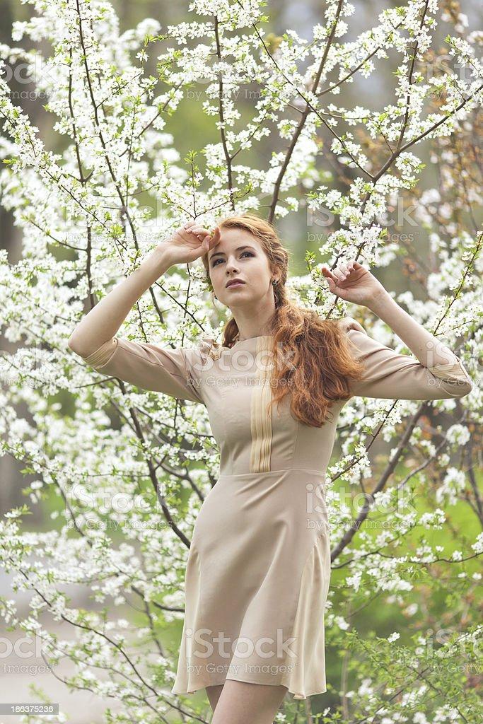 Frau im Frühling Lizenzfreies stock-foto