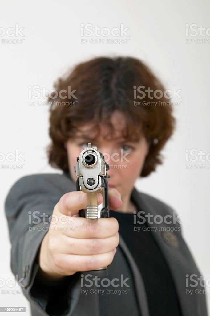 Femme en costume avec une arme à feu photo libre de droits