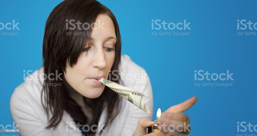 Femme éclairage de l'argent sur le devant photo libre de droits