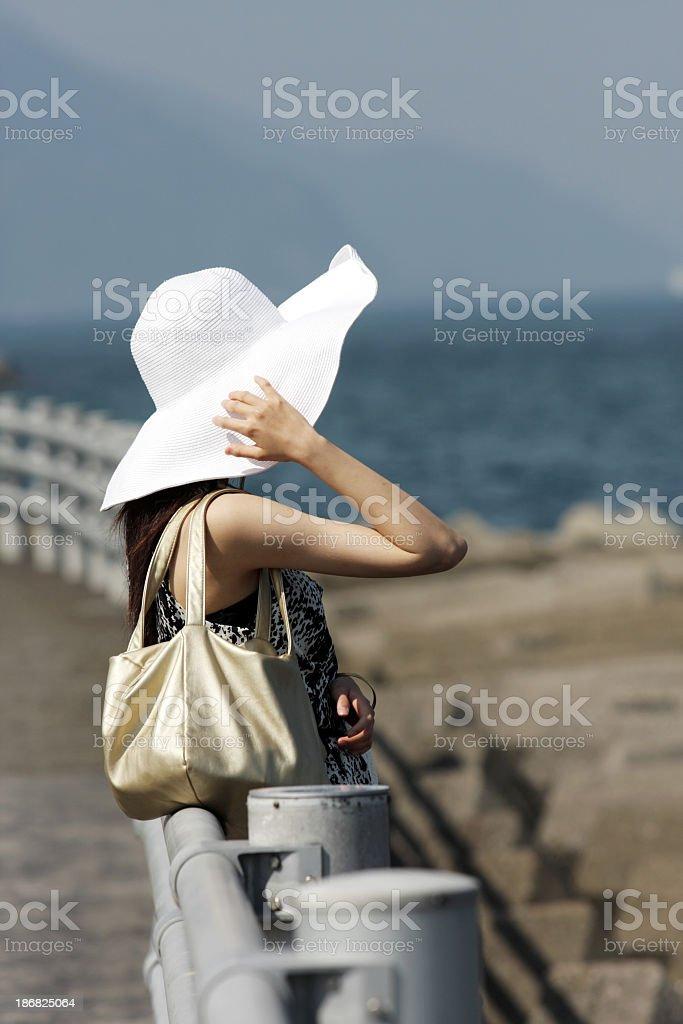 Frau Blick auf das Meer Lizenzfreies stock-foto