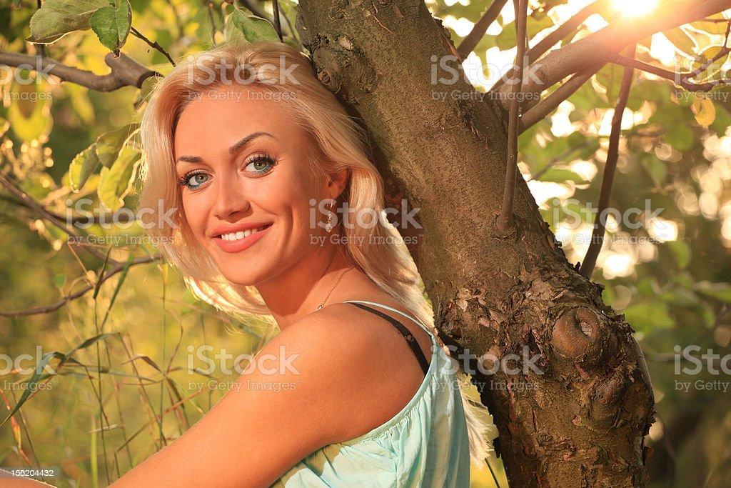 Femme en plein air photo libre de droits
