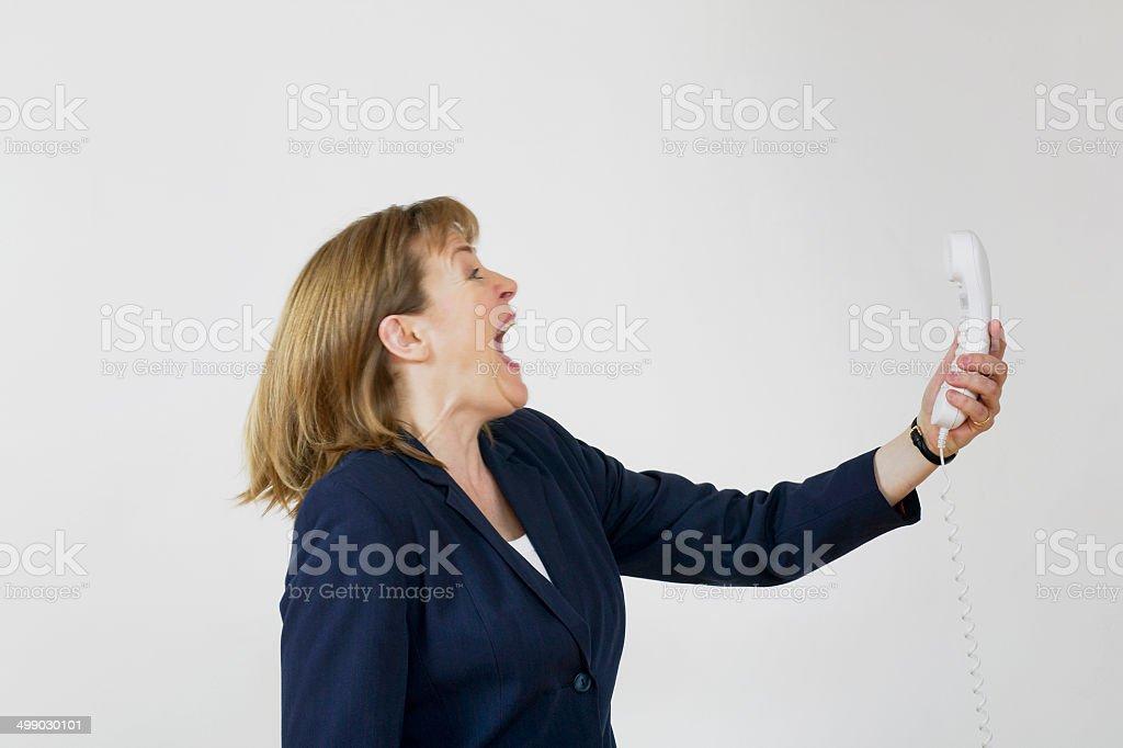 Femme Crier au téléphone photo libre de droits
