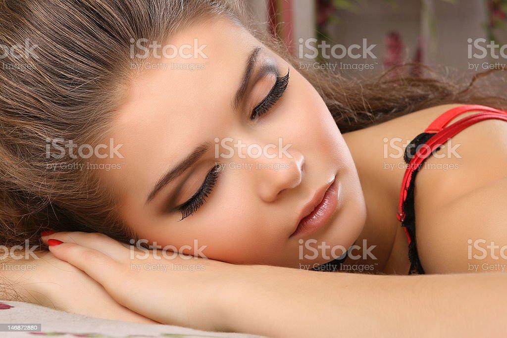 Femme endormie photo libre de droits