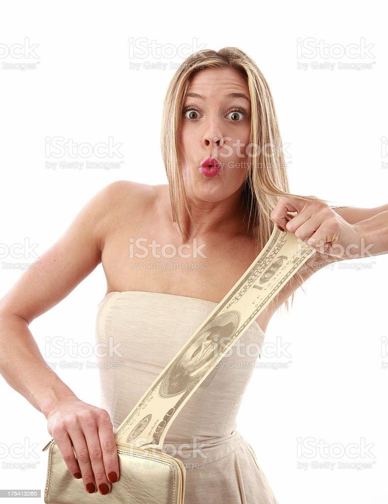 Mujer estiramiento su dinero foto de stock libre de derechos