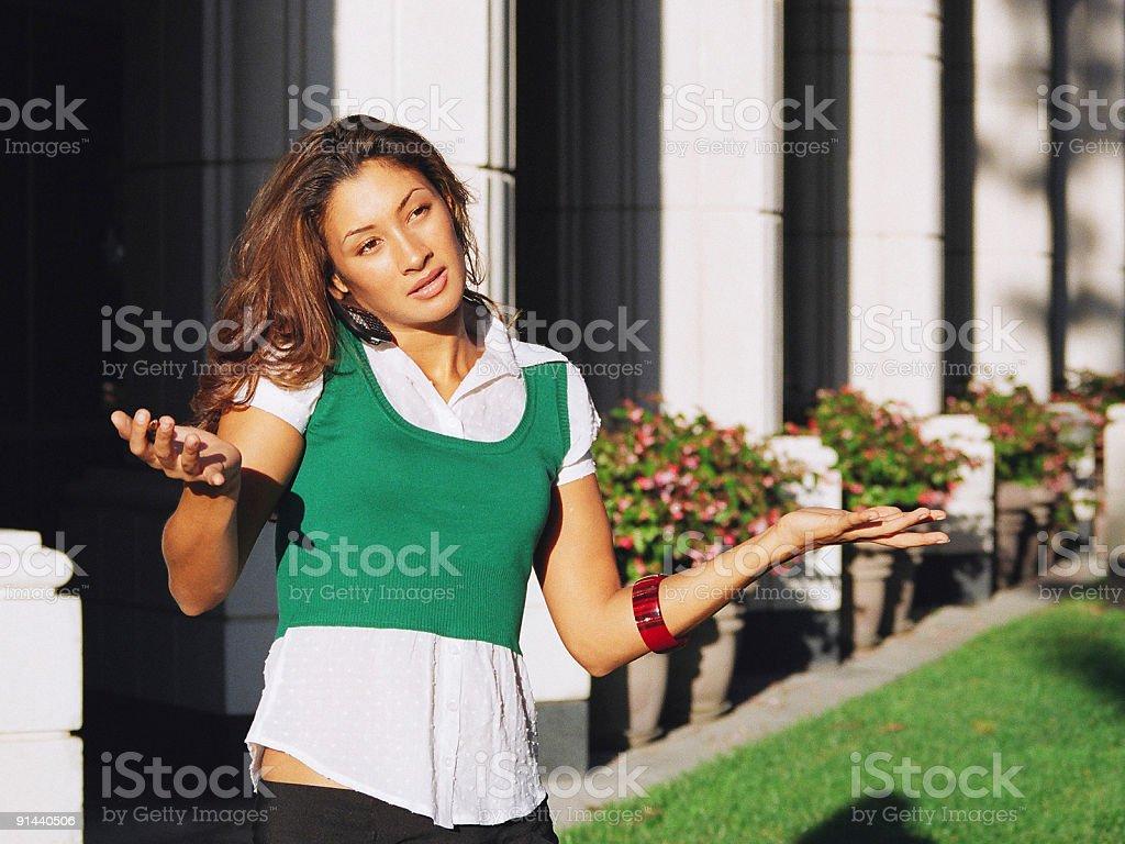 Femme parlant sur le téléphone photo libre de droits
