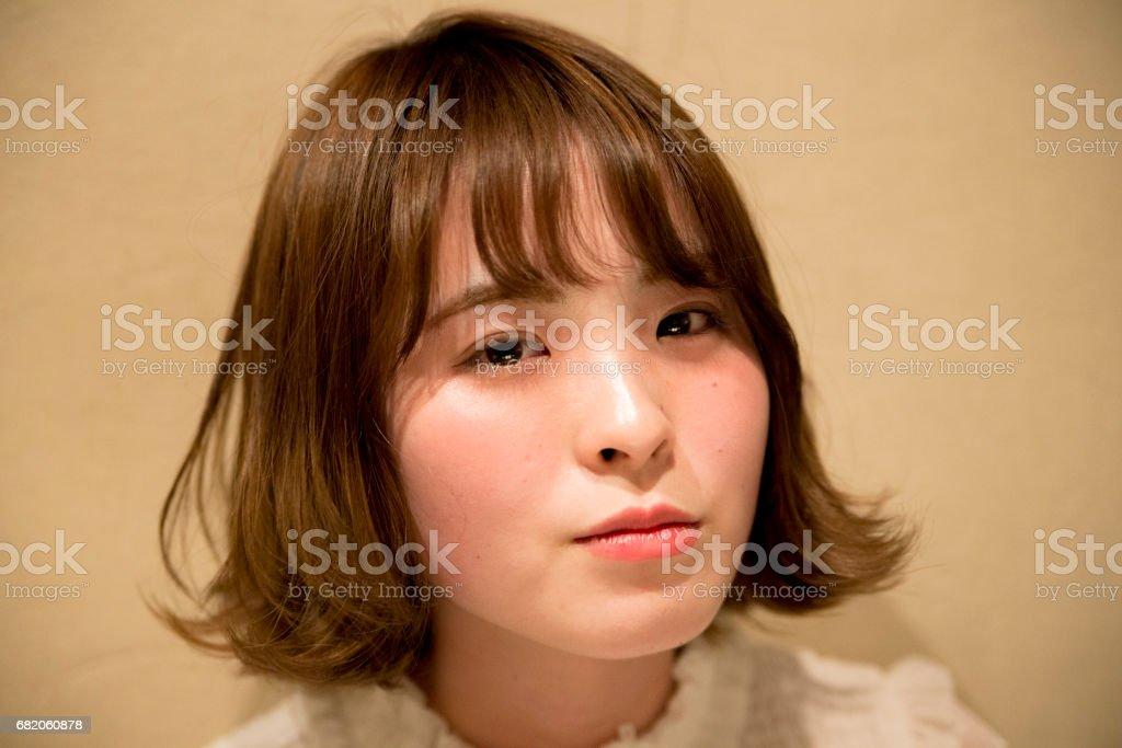 お酒を飲む笑顔が可愛い 女性 stock photo