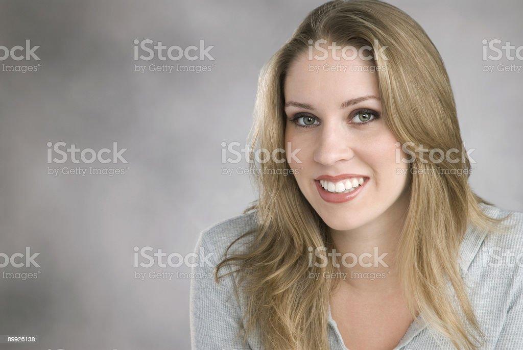 Mujer con una sonrisa foto de stock libre de derechos
