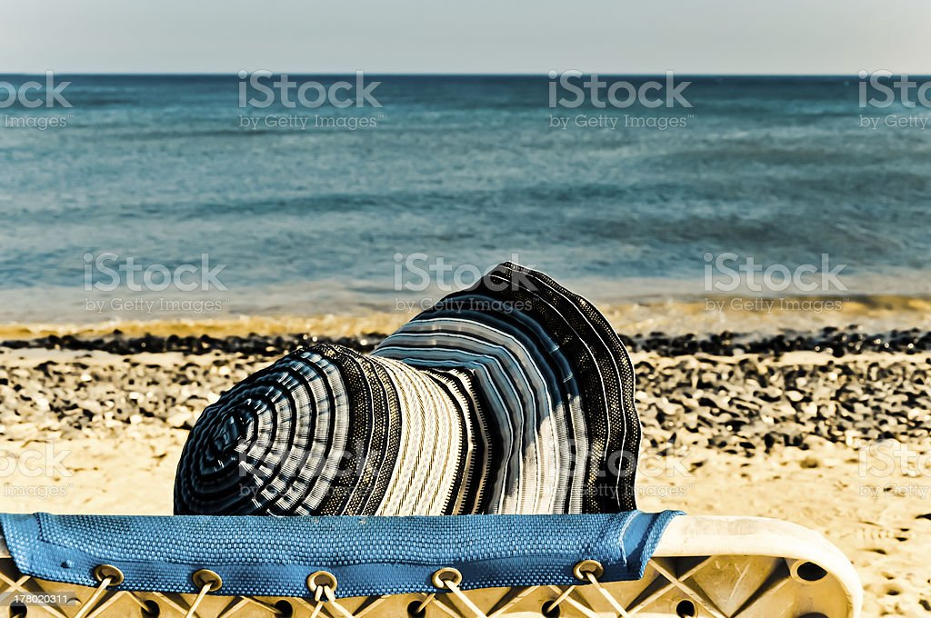 Frau Gesicht unter den Sommer Hut Lizenzfreies stock-foto