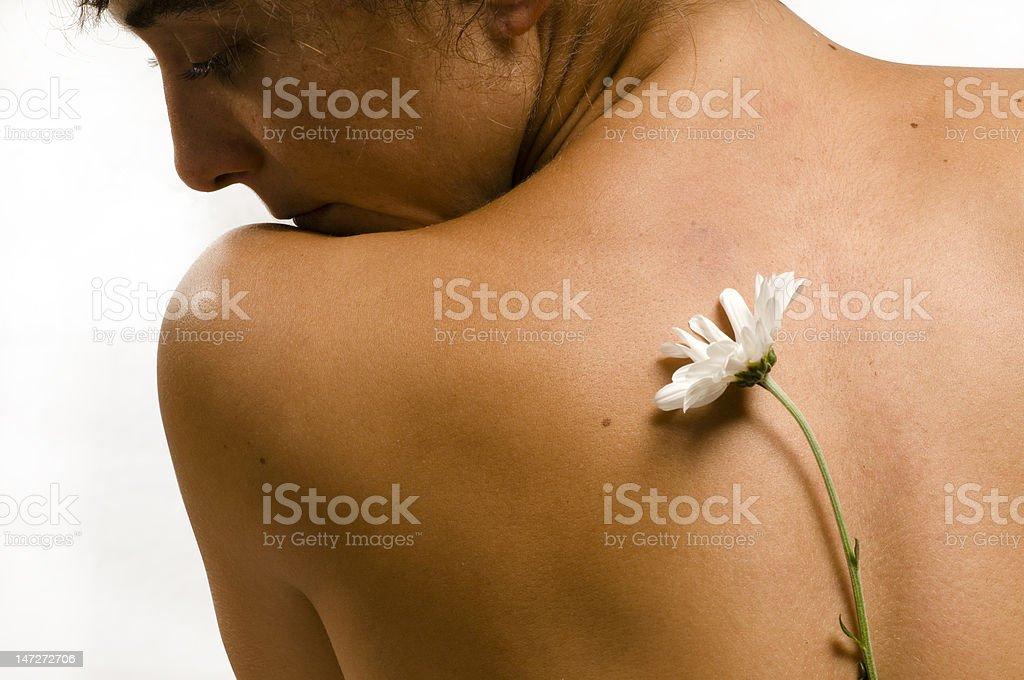 Femme de l'épaule avec fleur blanche photo libre de droits