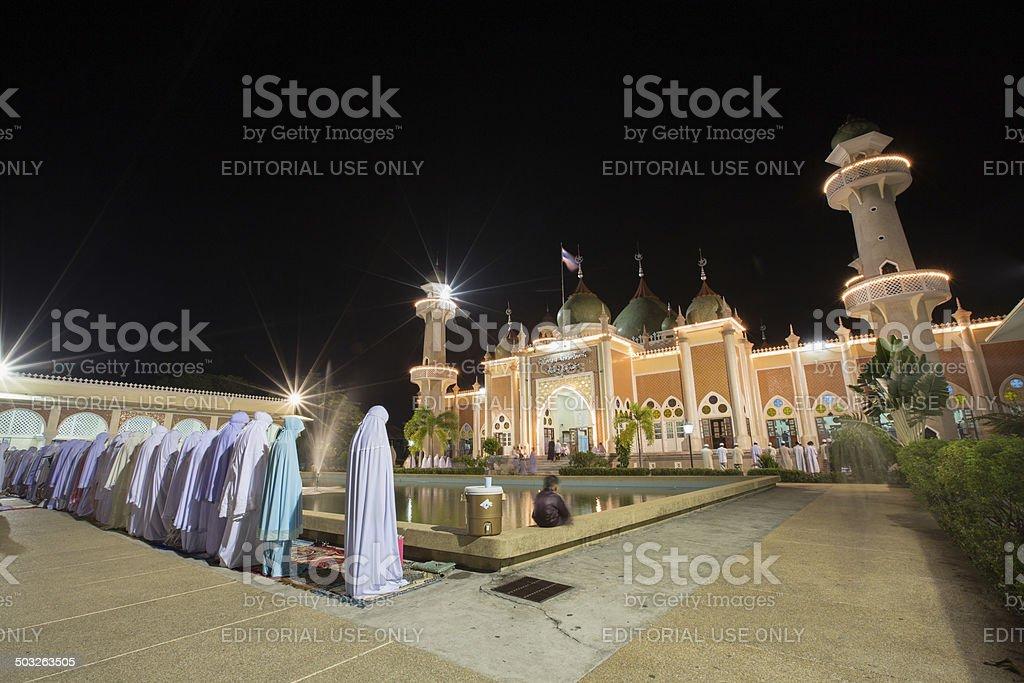 Frauen am Abend Gebet während des Ramadan in Pattani, Thailand Lizenzfreies stock-foto