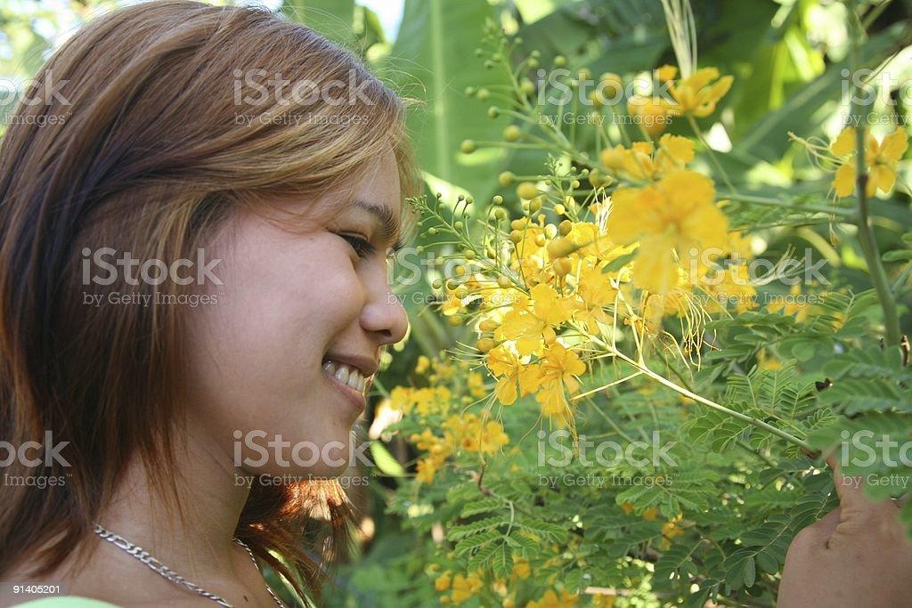 Frauen in flower garden Lizenzfreies stock-foto
