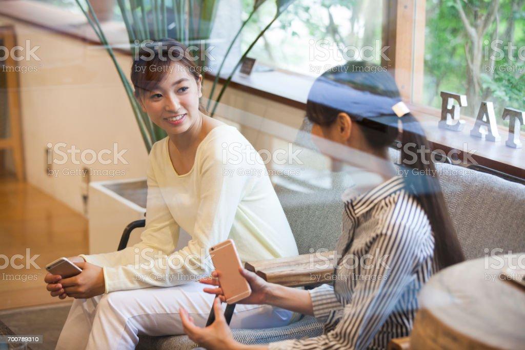 Women who speak smart phone stock photo